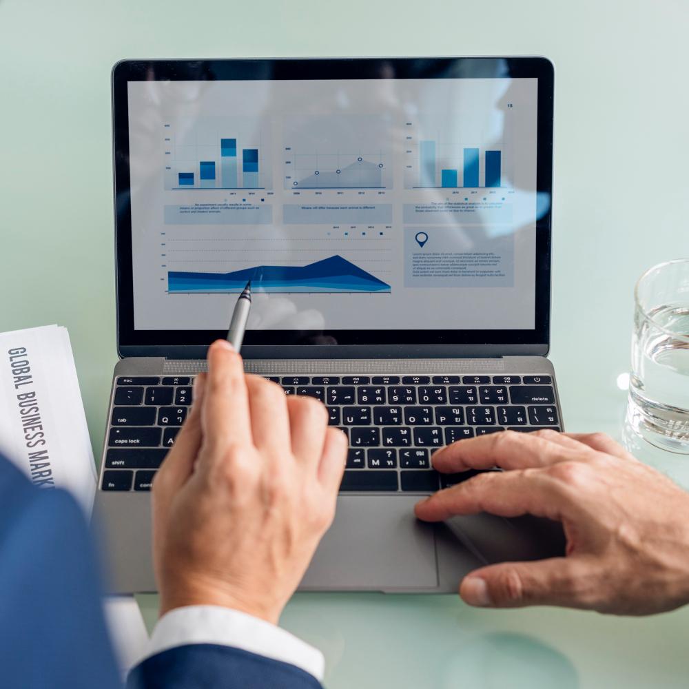 business-brainstorming-graph-chart-report-data-concept