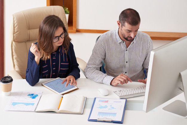 financial-managers-working-report_1098-21749