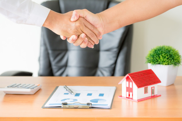 hands-agent-client-shaking-hands-after-signed-contract-buy-new-apartment_1150-14835