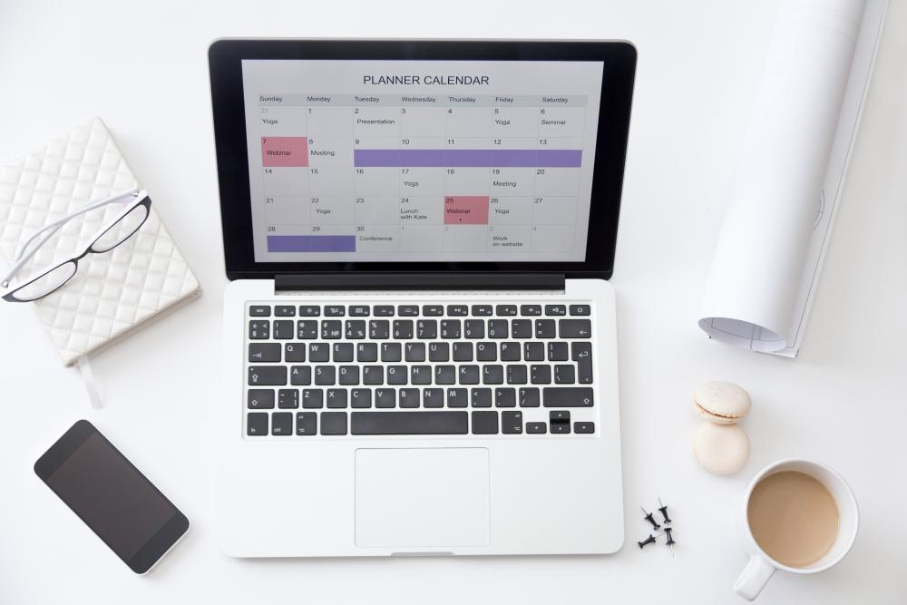 high-angle-view-image-desk-planner-calendar-laptop