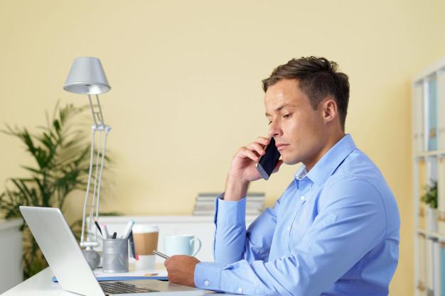 office-worker_1098-18355