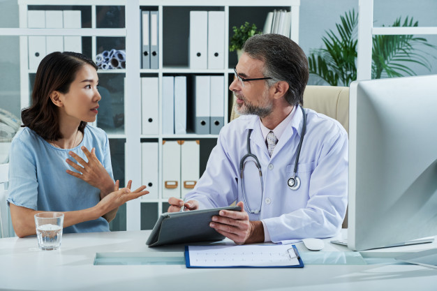 patient-telling-doctor-about-symptoms-disease_1098-19324