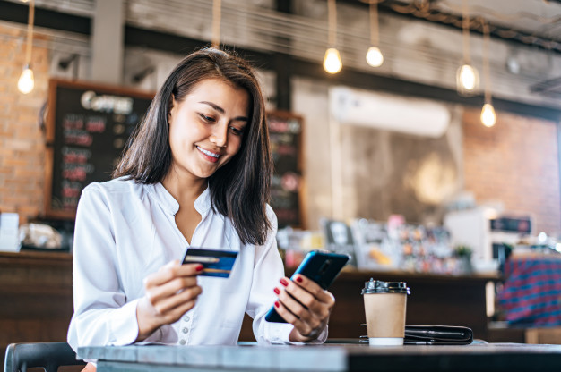 pay-goods-by-credit-card-through-smartphone-coffee-shop_1150-18769