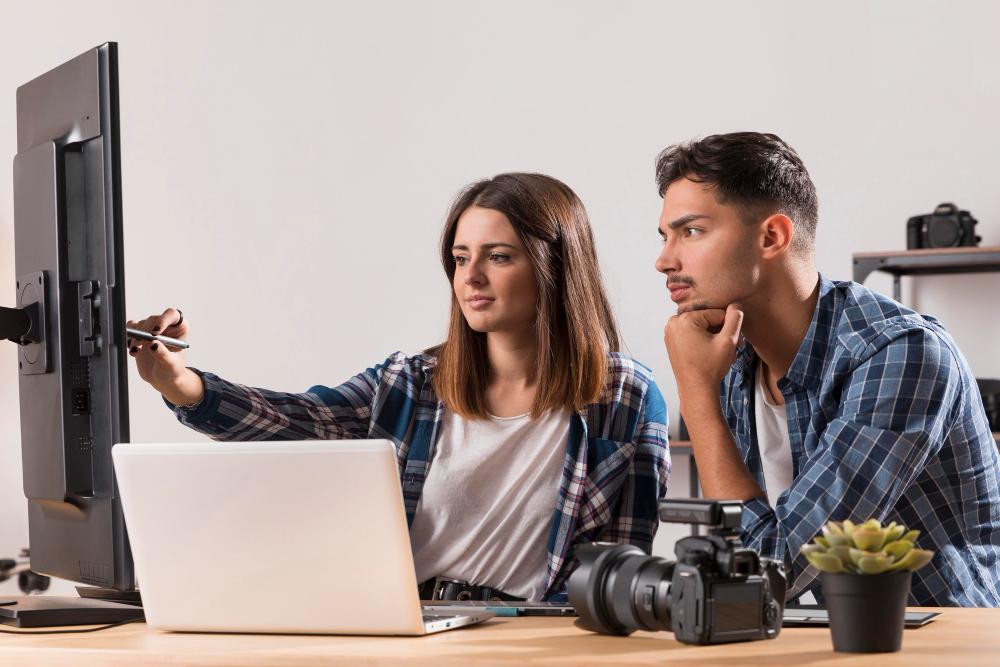photographers-editing-their-photos
