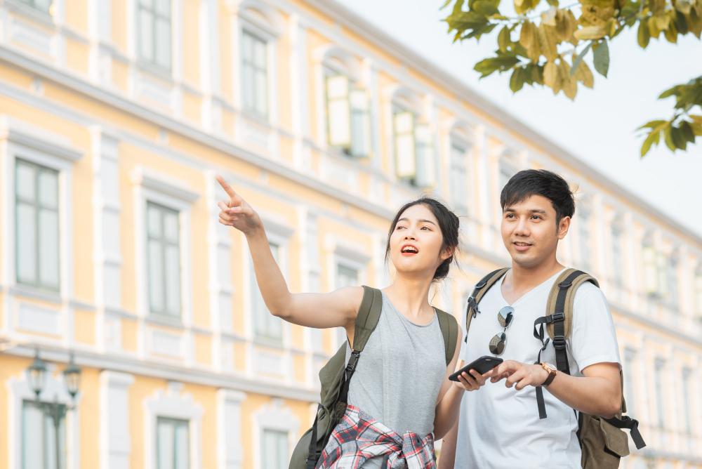traveler-asian-couple-direction-location-map-bangkok-thailand